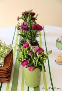 ribbon+tablerunner+green+white