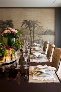 dining room with de Gournay wallpaper // simplified bee