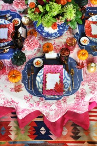 holiday table setting with pink #holiday