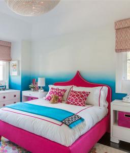 ombre teen girls bedroom // Nicole Hollis // Lonny
